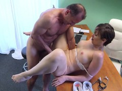 Doctor fucked horny gal in hospital